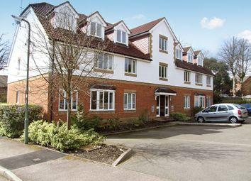 2 bed flat to rent in Alexandra Gardens, Knaphill, Woking GU21