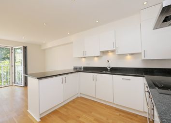 Thumbnail 2 bed flat to rent in Battersea Brigde Road, Battersea