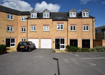 Thumbnail 2 bedroom flat for sale in Broadlands View, Pudsey