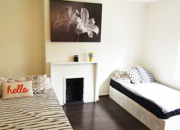Thumbnail Room to rent in Bowerman Court, London