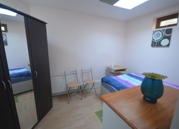 Stradbroke Grove, Ilford IG5. Studio to rent