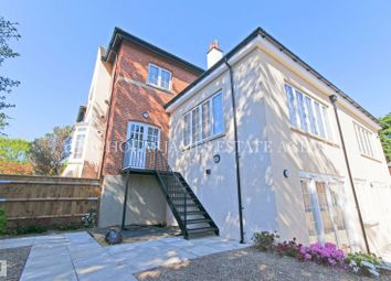 Thumbnail 1 bedroom flat to rent in Willenhall Lodge, Great North Road, Barnet