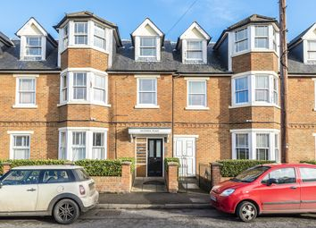 2 bed flat for sale in Anyards Road, Cobham KT11