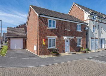 Thumbnail 4 bed detached house for sale in Kennet Heath, Thatcham