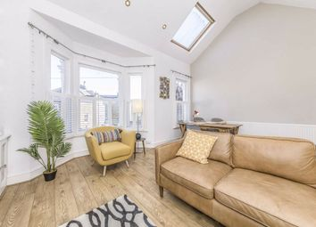 2 bed flat to rent in Ravenslea Road, London SW12