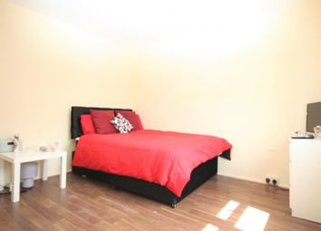 3 bed property to rent in Chelmer Cresent, Barking IG11
