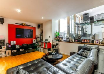 Thumbnail 2 bed flat for sale in Gainsborough Studios South, Islington