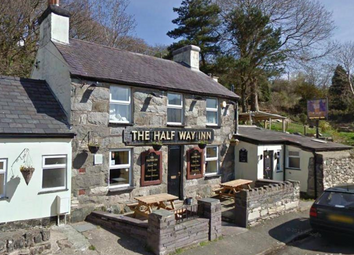 Thumbnail Pub/bar for sale in Freehold Hyfrydle Road, Caernarfon