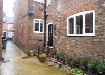 Thumbnail 1 bed flat to rent in Reginald Street, Luton