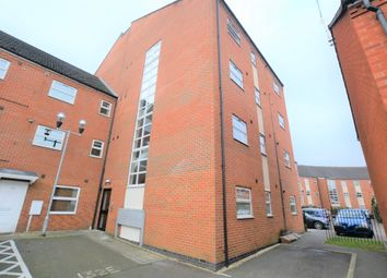 2 bed flat to rent in Larchmont Road, Leicester LE4
