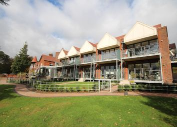 Graylands Estate, Langhurstwood Road, Horsham RH12. 2 bed flat for sale