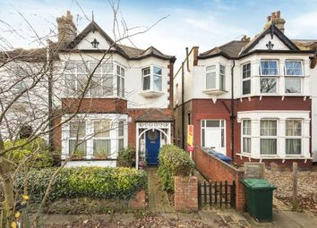 2 bed flat for sale in Queens Avenue, London N20