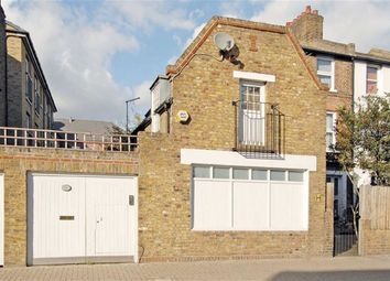 Thumbnail 1 bed detached house to rent in Earlsfield Road, London