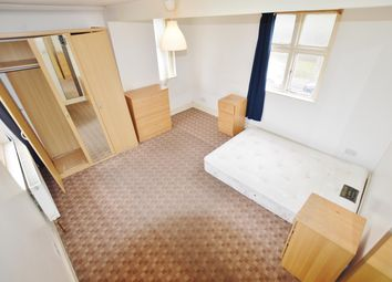 Thumbnail 4 bed flat to rent in Bromley Street, London
