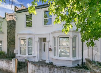 Thumbnail 4 bed flat to rent in Buckland Road, London