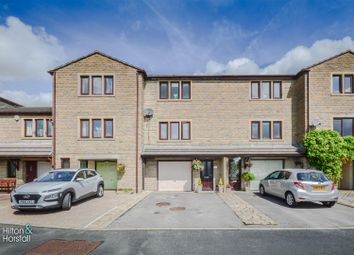 Thumbnail 3 bed town house for sale in Long Meadow, Colne