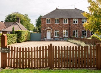 Dirtham Lane, Effingham, Leatherhead KT24. 3 bed detached house