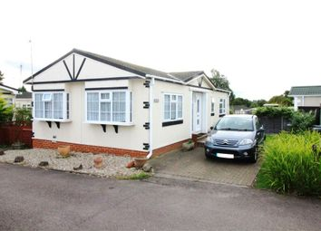 2 bed mobile/park home for sale in The Rise, Waltham Abbey, Essex EN9
