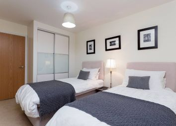 2 bed flat to rent in Steele Road, Chiswick, London W4