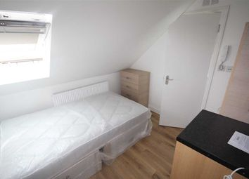 Room to rent in St Anselms Road, Room 2, Hayes UB3