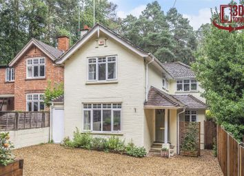 Sandhurst Road, Crowthorne, Berkshire RG45. 4 bed detached house