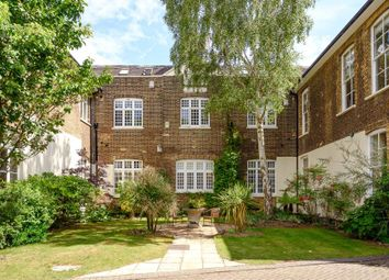 2 bed flat for sale in King George Square, Richmond TW10