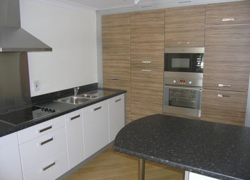 Thumbnail 1 bed flat to rent in Kingsquarter, Maidenhead