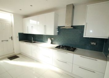Thumbnail 3 bed flat to rent in South Croydon