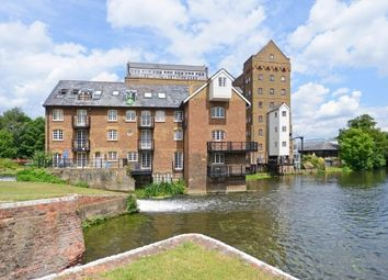 Thumbnail 2 bedroom flat to rent in Bourneside Road, Addlestone