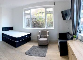 Thumbnail Studio to rent in The Vale, Golders Green