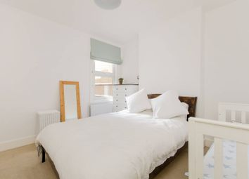 Thumbnail 2 bed flat to rent in Quinton Street, Earlsfield