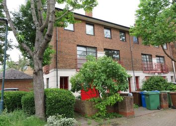 Thumbnail Room to rent in Plover Way, London