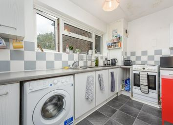 2 bed flat to rent in Studley Road, London SW4