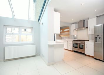 Thumbnail 4 bed town house to rent in Devereux Road, Windsor