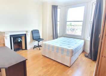 2 bed flat to rent in Kingwood Road, London SW6