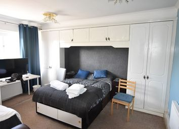 Room to rent in Friars Way, Acton W3