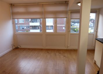 1 bed flat to rent in Caroline Court, Highfield Road, London NW11