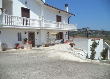 Thumbnail 6 bed villa for sale in 64010 Controguerra Te, Italy