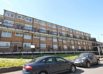 2 bed flat to rent in Knee Hill Crescent, London SE2