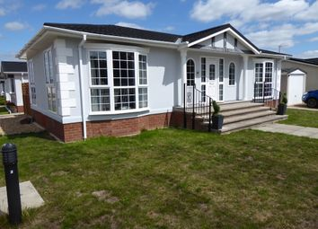 Thumbnail 2 bed mobile/park home for sale in Loddon Court Farm, Spencers Wood, Reading, Berkshire