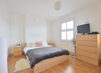 Thumbnail Room to rent in Stanley Grove, London