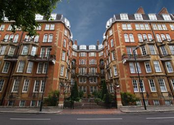 Thumbnail 2 bed flat to rent in Palace Court, London