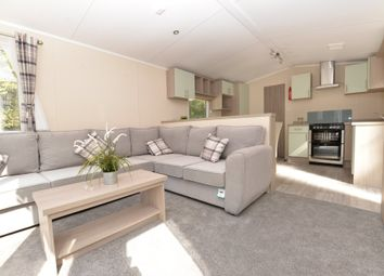2 bed mobile/park home for sale in Christchurch Road, New Milton BH25