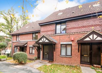 2 bed maisonette to rent in Tintagel Way, Woking GU22