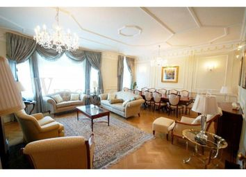 Thumbnail 4 bed flat to rent in Cumberland House, Kensington Road, Kensington, London