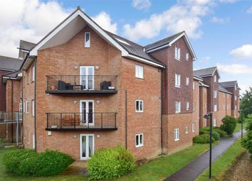 Thumbnail Flat for sale in Lumley Road, Horley, Surrey