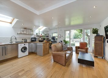 Percy Road, London W12. 2 bed flat