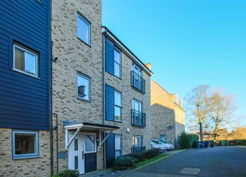 Thumbnail Flat for sale in Gladeside, Cambridge