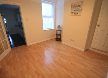 3 bed property to rent in Russell Rise, Luton LU1