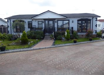 2 bed mobile/park home for sale in Elm Way, Hayes Country Park, Battlebridge, Wickford, Essex SS11